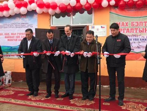 Zusammenarbeit der Firma Mauting mit der Botschaft in Mongolei für die Unterstützung des Entwicklungslandes